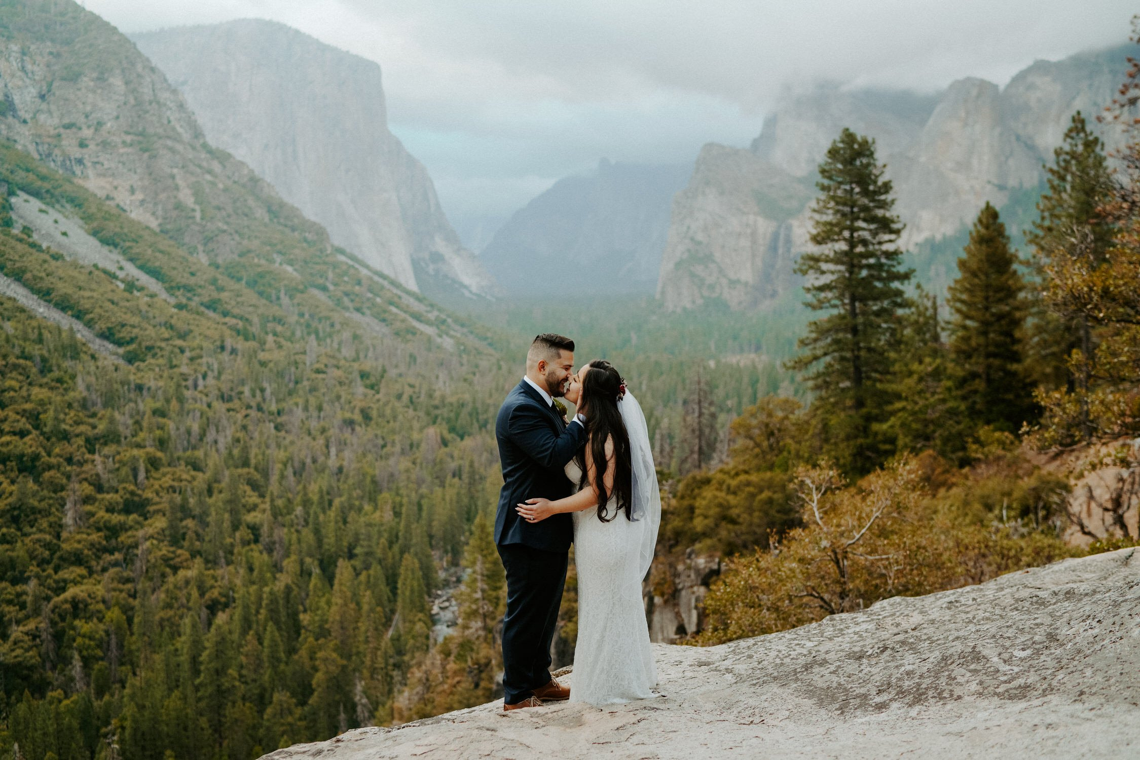 Yosemite National Park sunrise elopement at Tunnel View