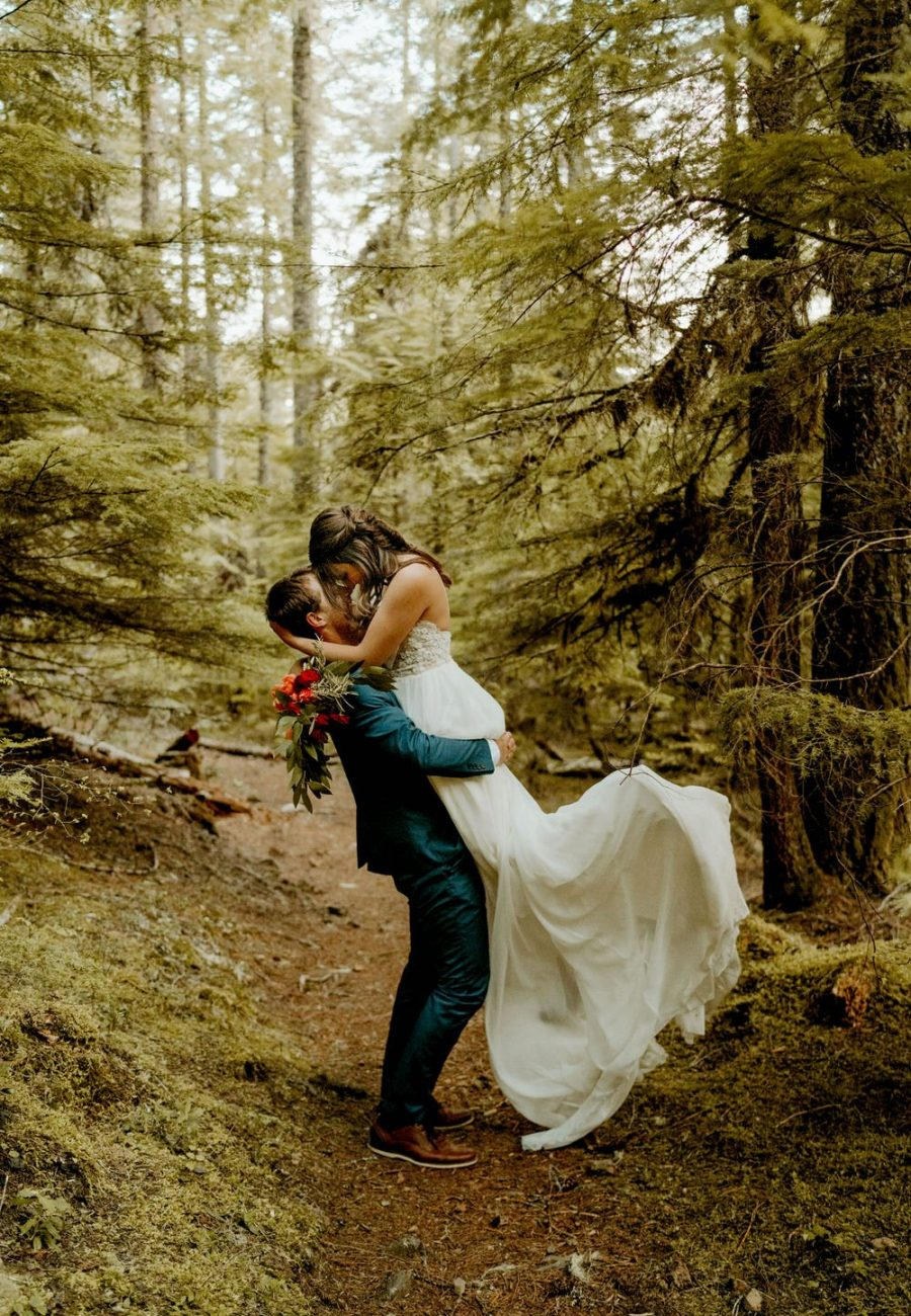 Intimate Oregon Forest Elopement PNW Elopement Photographer